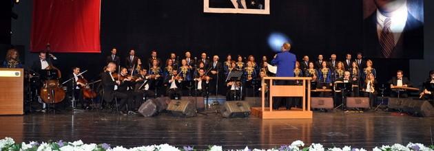 Sanat Güneşi Zeki Müren şarkıları Merinos'ta yankılandı