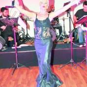 Club 16 müdavimleri Neslihan Demirtaş'ın şarkılarıyla yeni yıla fırtına gibi bir giriş yaptı.
