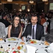 Düğün yemeğine kızı Sıla ile katılan Bursa Barosu Başkanı Ekrem Demiröz çifte mutluluklar diledi.