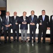 Tügiad Bursa Şubesi'nde 15. yılını dolduran üyelere onur ödülü verildi