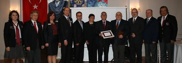 Rotary Meslek Hizmet Ödül töreninde duygusal anlar