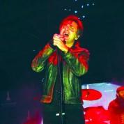 Ünlü rockçı Teoman yeni yılda İzmir'de sahnedeydi. Yeni yıl kutlamaları Teoman konseriyle doruğa çıkarken, havai fişek ve ışık gösterileri de nefes kesti.
