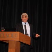 Şenliğe katılanlardan Prof. Dr. Hayati Özkan yaptığı sunum ve anlatımı iel vatandaşları bilgilendirdi