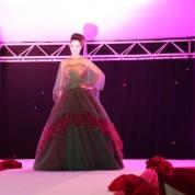 'Evlilik Show Bursa 2014 Şenliği' her yıl olduğu gibi bu yılda ünlü markaların gelin ve damatlıklarının tanıtıldığı defileye sahne oldu.