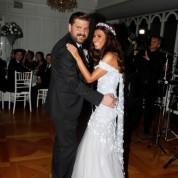 Melike Serbest & Eren Epiri çifti, gecenin açılış dansını romantik görüntüler eşliğinde sergiledi.