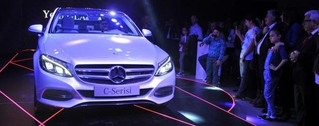 Mercedes podyumda yürüdü