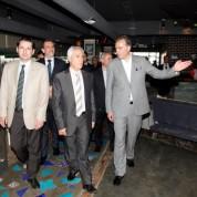 İşletme sahibi Çetin Ceylan,  Podum Tenis Kulübü'nü misafirlerine gezdirerek detaylı bilgiler verdi.