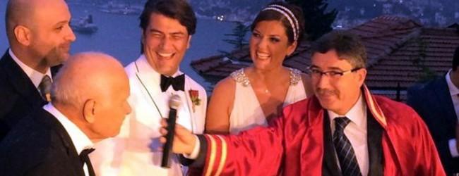 Sade bir törenle evlendiler