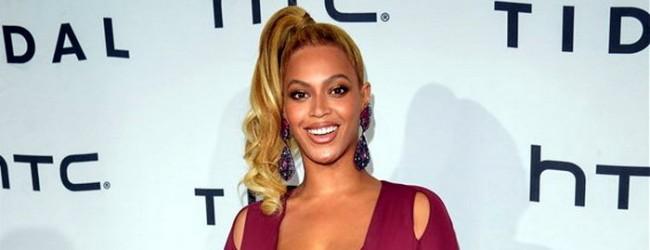 Beyonce dekolteyi abarttı