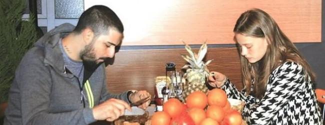 İdo Tatlıses Klibinde Rol Alan Güzelle Yemek Yedi