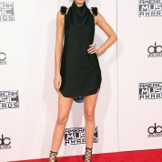 kendall-kylie-jenner-american-music-awards-2015-3