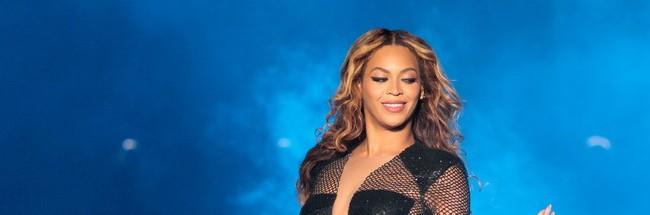 Ünlü Şarkıcı Beyonce Yılbaşı Ağacı Oldu