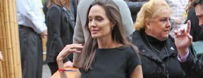 Angelina Jolie, Günden Güne Eriyor