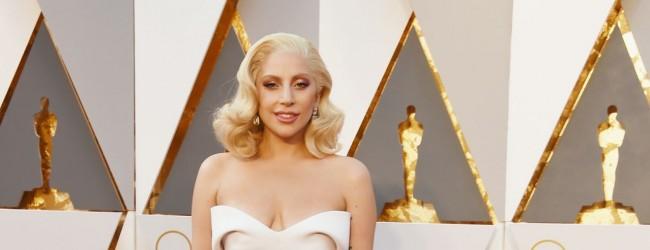 Lady Gaga'nın milyon dolarlık küpesi
