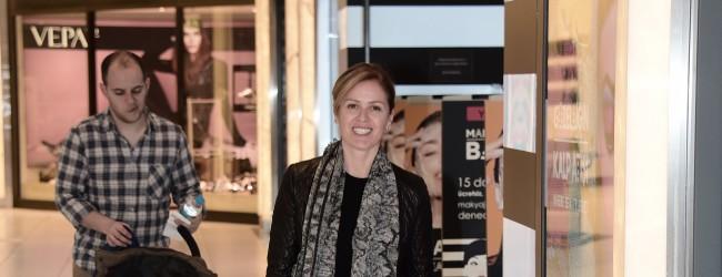 Suzan Toplusoy, mağaza denetiminde