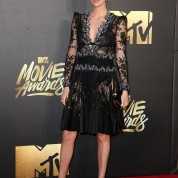 Charlize Theron elbise Alexander McQueen
