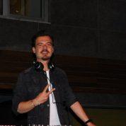 DJ Erdem Kınay harmanladığı müzikler ile partiye ayrı bir renk kattı