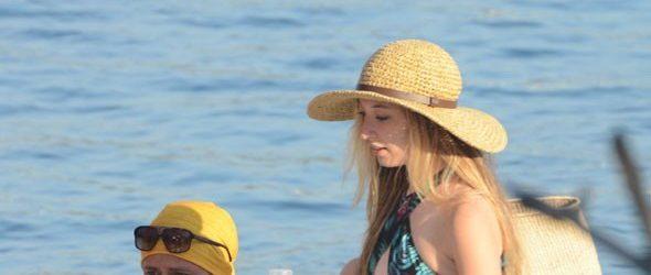 Yasmin Erbil'in deniz keyfi
