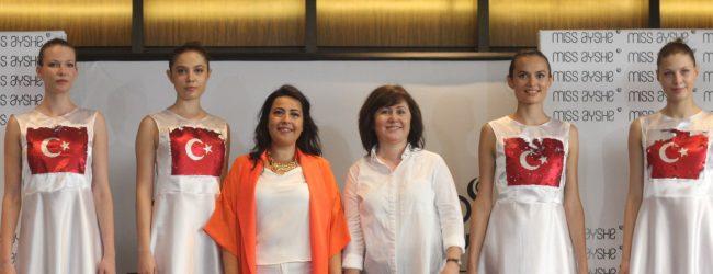 Burçak Ilıman'ın ilk koleksiyonu moda severlerden tam not aldı