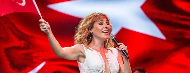 POP MÜZİĞİN GÜÇLÜ SESİ HARBİYE'DE YANKILANDI