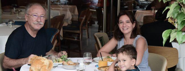 Altan Erkekli ve ailesinin keyifli günü