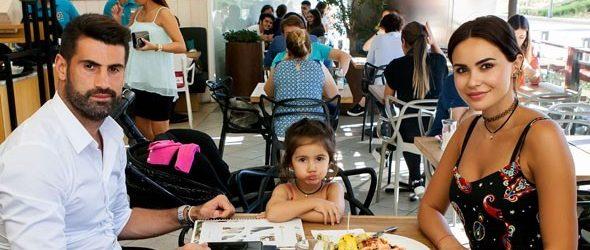 Volkan Demirel ailesiyle yemekte