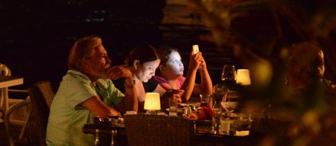 Eski eşler akşam yemeğinde buluştu