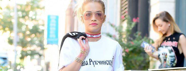 Rita Ora'nın dikkat çeken kombini