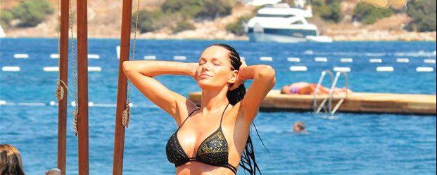 Romen Şarkıcı Bianca Bodrum'da