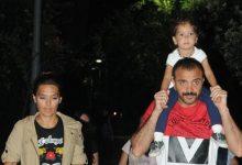 Demet Akalın kızı ve eşi ile Bebek Parkı'nda