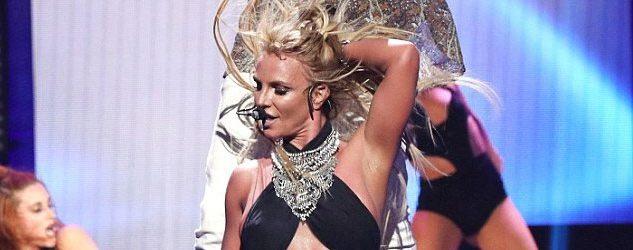 Britney Spears, Kışkırtıcı Dansıyla Büyüledi