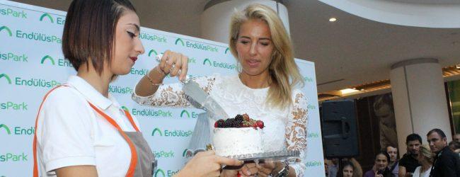 Burcu Esmersoy'a Bursa'da sürpriz doğum günü
