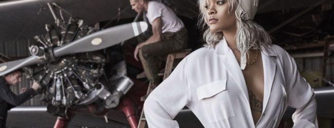 Rihanna'dan büyüleyen pozlar!