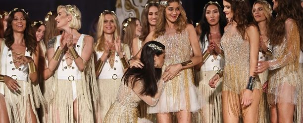 Adriana Lima'dan Ana Beatriz Barros'a 'bebek' öpücüğü!
