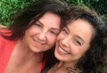 Azra Akın'dan anne selfiesi