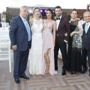 Binali-Kıymet Gürbüz çiftinin güzel kızı Burçak Gürbüz ile Mustafa-Seza Sarıtaş çiftinin yakışıklı oğlu Egemen Sarıtaş gecede örnek bir evsahipliği yaptı.