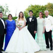 Nezih Bağcı eşi Özlem Bağcı'nın güzel kızı Burcu Bağcı ile Hüseyin Tuncer eşi Güzin Tuncer'in yakışıklı oğlu Canberk Tuncer gecede örnek bir ev sahipliği yaptı.