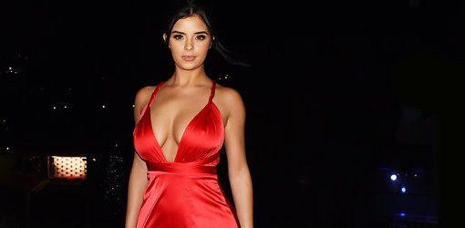 Kırmızılı güzel Demi Rose