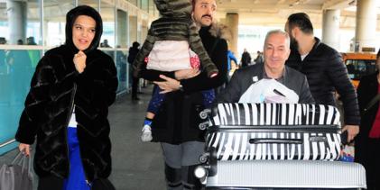 Demet Akalın ve ailesi tatilden döndü!