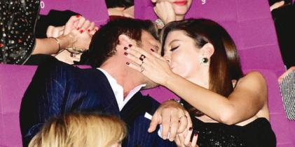 Öpücüklü kutlama
