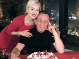 39 yaş küçük sevgili ile romantik kutlama