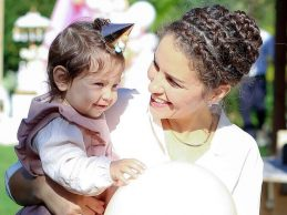 Anne bebeğine mama da verse onu sevgi ile besleyecektir