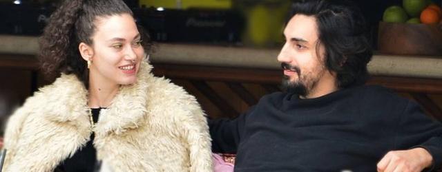 Melisa Şenolsun-Umut Evirgen çifti Emirgan'da